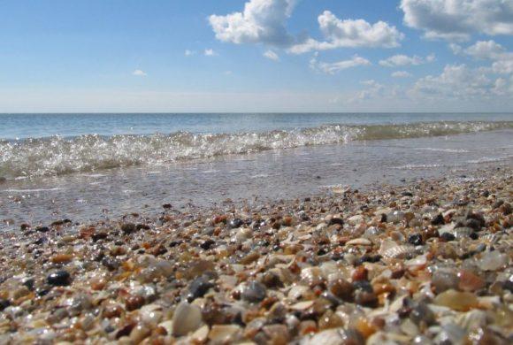 В Бердянске продолжают укреплять пляжи